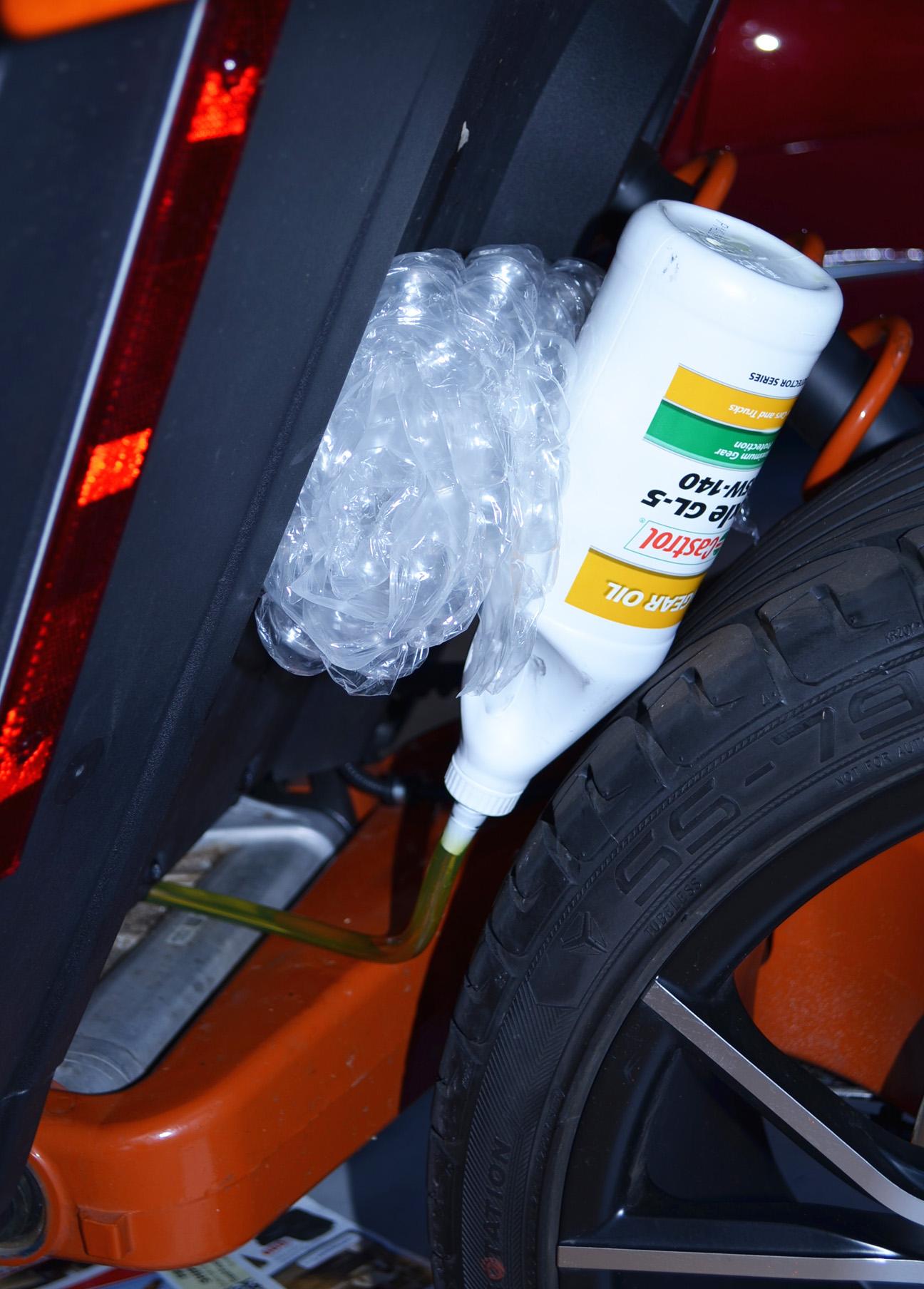 Changing Slingshot's Angle Drive Oil – Mike Mas | Polaris